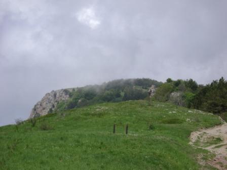 6- Вот вам вершина с облаками...