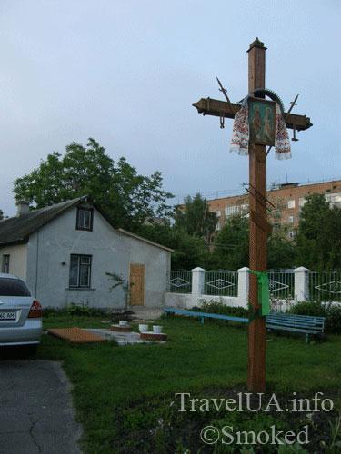 Дубно, Юрьевская церковь, крест