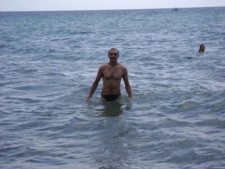 156- Ныряет в море...