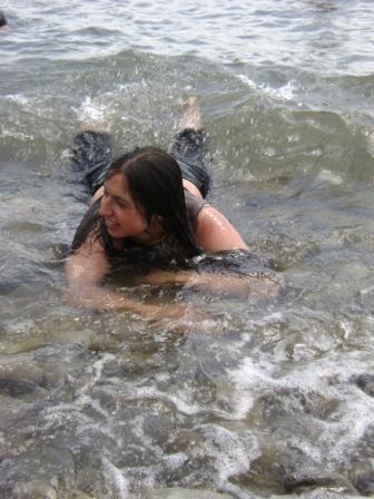160- Вот к берегу подплыли близко...