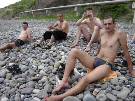 163- А с берега на них глядят Сразу четверо ребят!