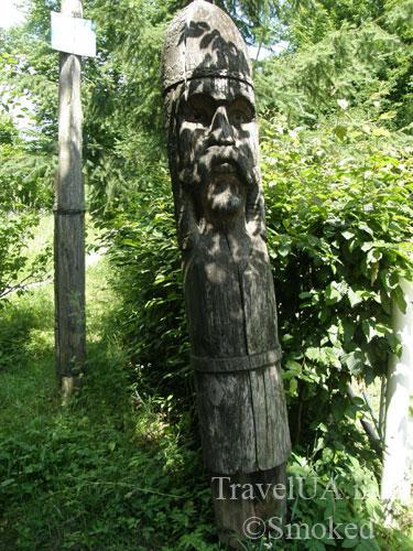 Дениши, статуя