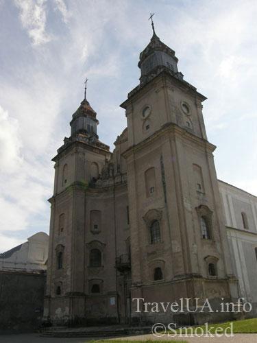 kostel-sboku