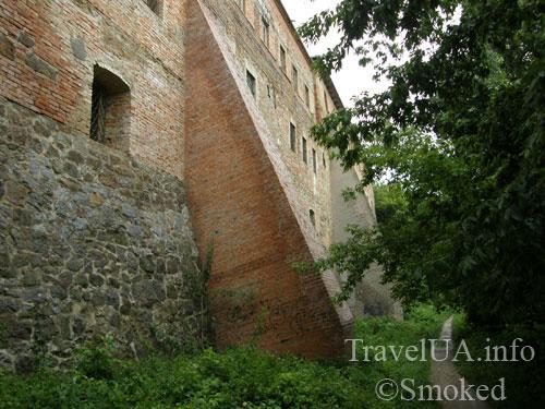 Монастырь кармелитов, Бердичев, контрфорс