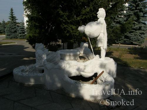 Шаргород, костел, фонтан, скульптура