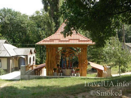Молдова, Рудь, монастырь, колодец