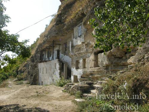 Ципово, монастырь, нижний монастырь, скальный монастырь, пещерный монастырь
