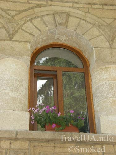 Молдова, Рудь, монастырь, окно, цветы