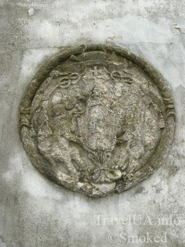 Унив, Унивская Лавра, монастырь, герб Шептицких