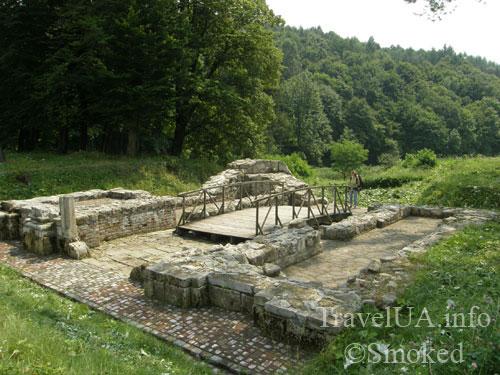 раскопки, Унив, Унивская Лавра, монастырь
