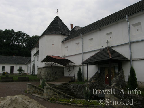 Унив, Унивская Лавра, монастырь, родник
