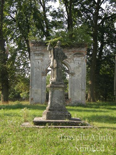 Арка, статуя, Подгорцы, костел святого Иосифа, усыпальница Жевусских, базилика