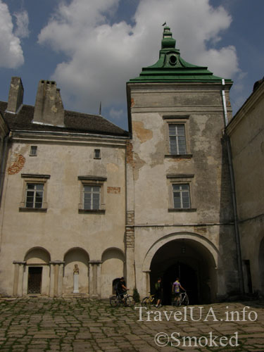 Олесько, Львовская область, замок, башня, двор