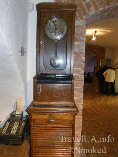 старинные часы, Львов, музей пива