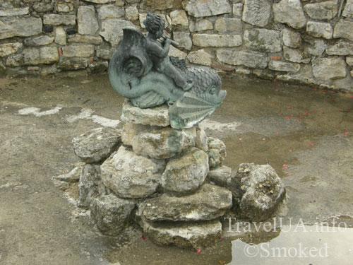 Статуя в фонтане, Золочев, замок