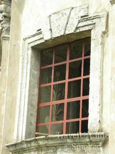 оконная решетка, старинная лепка, Подкамень, монастырь
