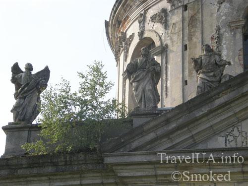 статуи на крыше, Подгорцы, костел святого Иосифа, усыпальница Жевусских, базилика