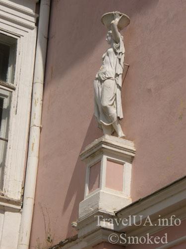 Буск, Бадени, дворец, статуя
