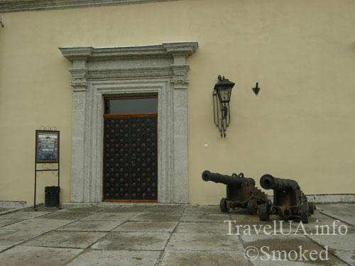 Золочев, замок, большой дворец, пушки