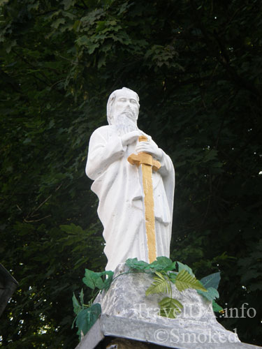 Плиснецк, Подгорцы, монастырь, статуя с мечом