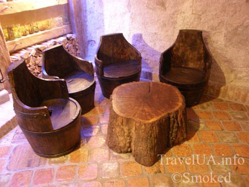 стул и стол, Львов, музей пива