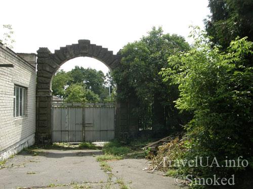 Буск, Бадени, дворец, ворота