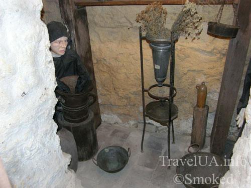 Алхимик, монах, Львов, Музей-аптека