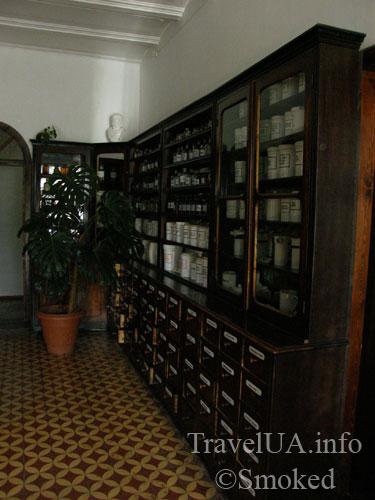 Луцк, музей, аптека, шкаф