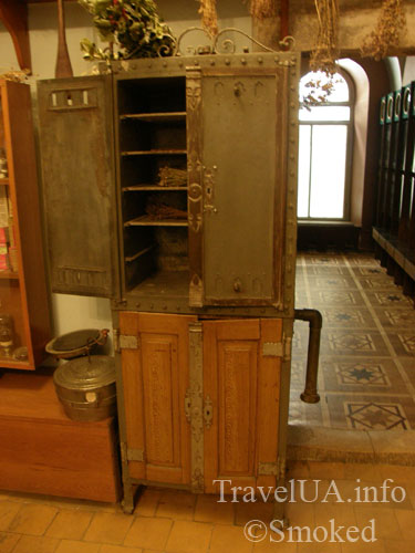 Львов, музей-аптека, сушильный шкаф