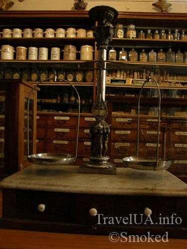 Львов, музей-аптека, весы