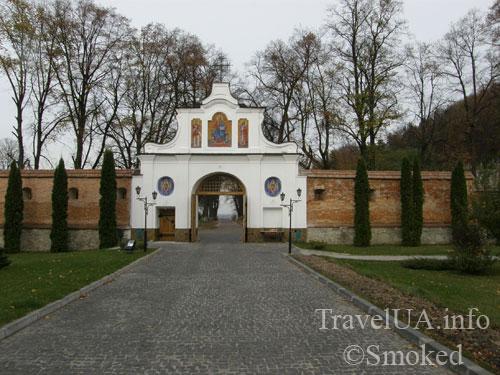 ворота, Крехов, Крехив, монастырь, василиане, Львовская область