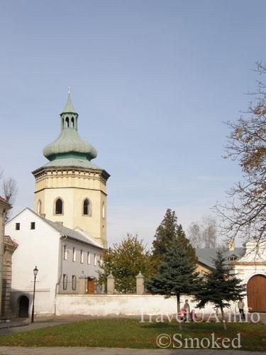 пизанская башня в Жовкве, падающая башня, падающая колокольня, Жовква