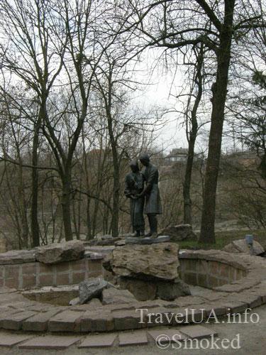 Корсунь-Шевченковский, Корсунь, статуя, парк