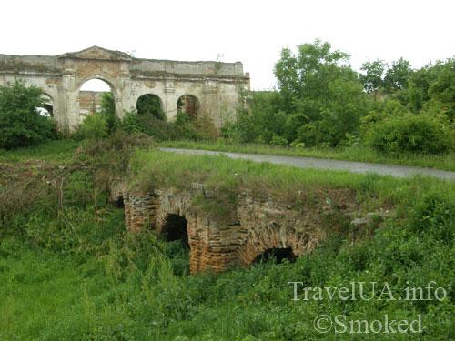 мост, Изяслав, дворец Сангушко