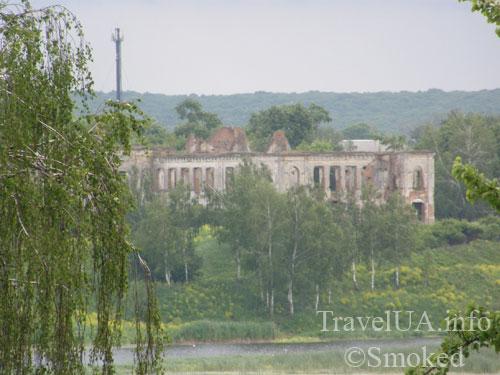 Изяслав, дворец Сангушко