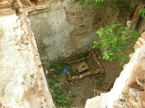 Изяслав, дворец Сангушко, мусор