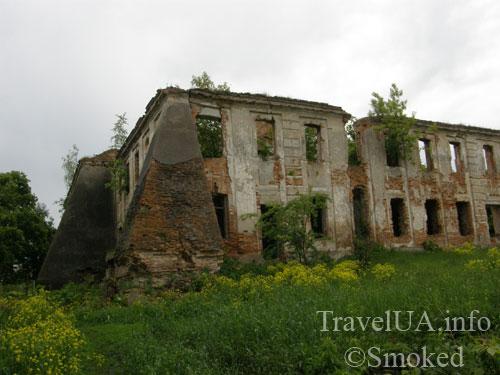 Изяслав, дворец Сангушко, контрфорс