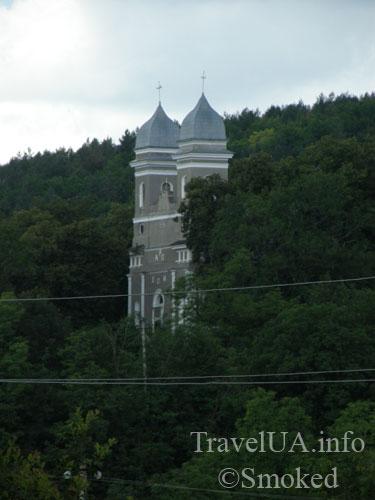 kostel-izdali